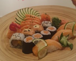 Salmon Lovers Combo (12 pieces)